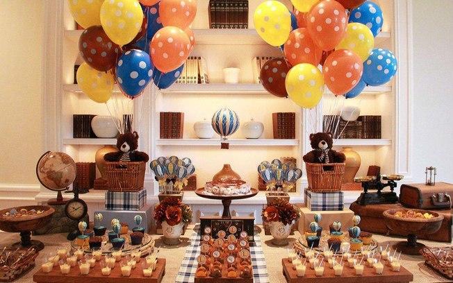 Arranjos de mesa com balões