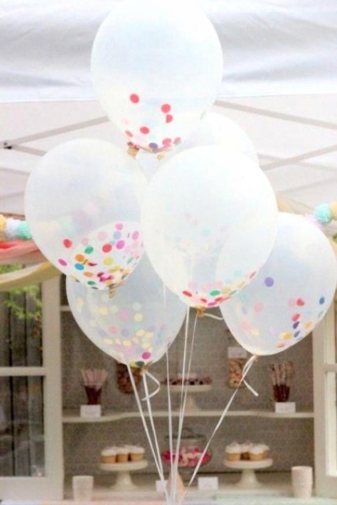 Balões transparentes com confete